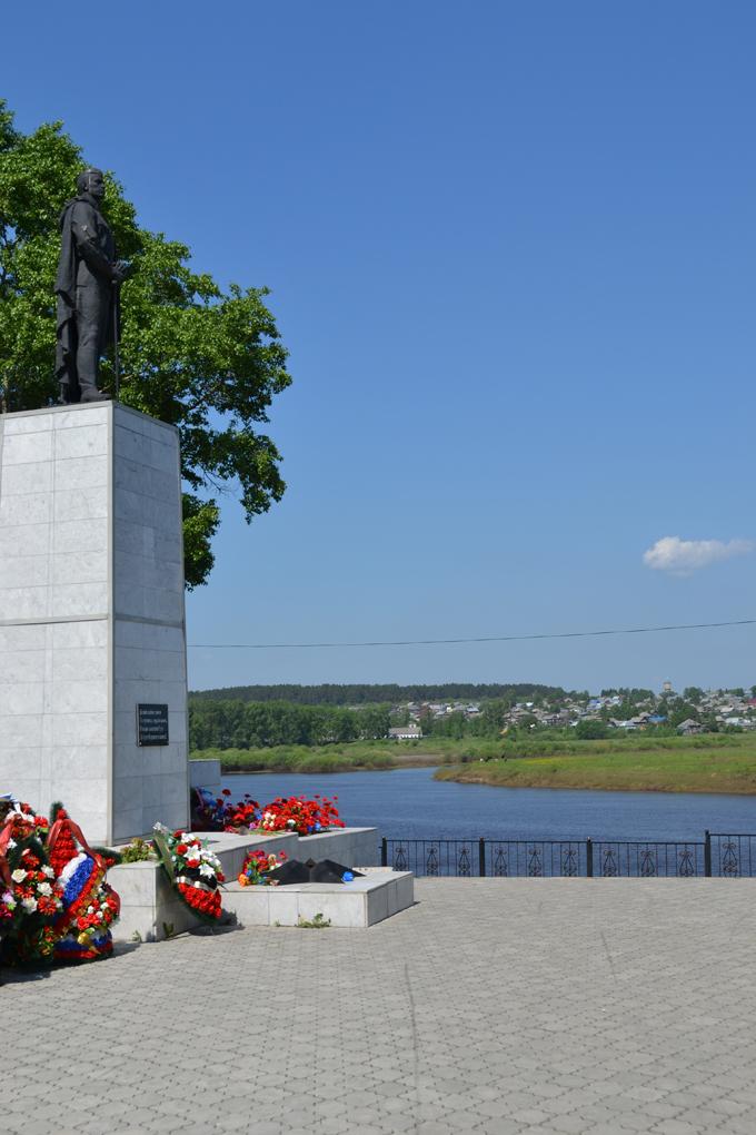 Памятник воинам-землякам, погибшим в годы Великой Отечественной войны.jpg